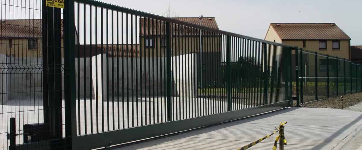 portail coulissant sur rail junior jusqu 39 une ouverture de 10m noyez. Black Bedroom Furniture Sets. Home Design Ideas
