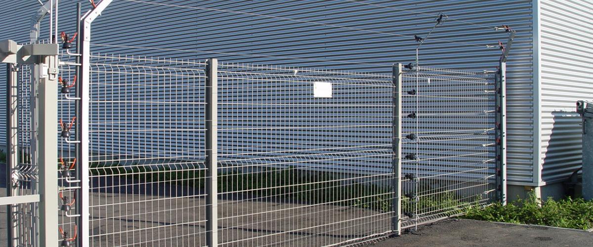 staalmatafsluiting met hekwerkdetectie