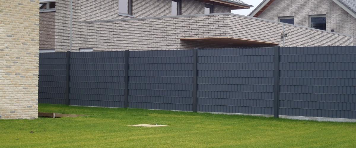 privacy afsluiting type greyfence met betonplint